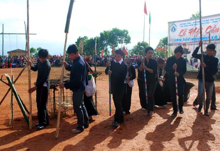 Lễ hội Cầu mùa của người Khơ Mú - Văn Chấn (Yên Bái)