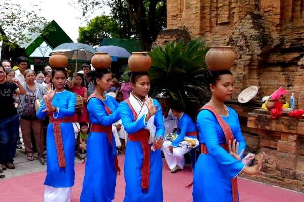 Một số điệu múa độc đáo dân tộc Chăm
