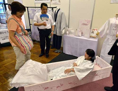 Lễ hội thử làm người chết ở Nhật Bản