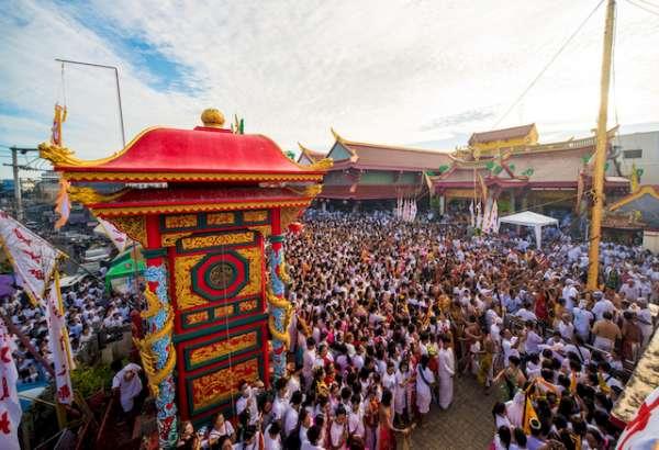 Khách Việt đổ xô tới lễ hội ăn chay lớn nhất Thái Lan