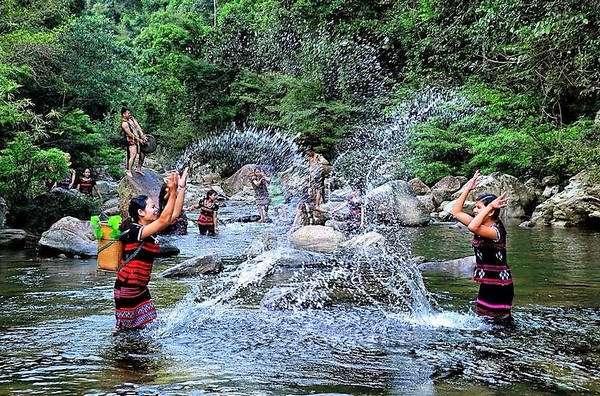 Quảng bá văn hóa du lịch vùng biên giới Việt Nam - Lào