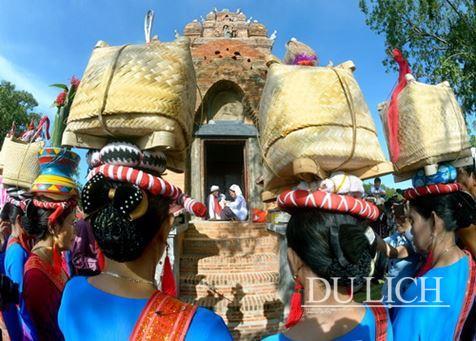 Triển lãm Việt Nam những sắc màu văn hóa