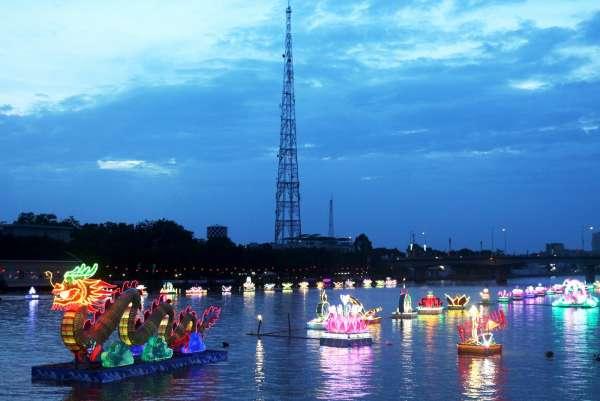 Về Cần Thơ xem lễ hội Đêm hoa đăng Ninh Kiều
