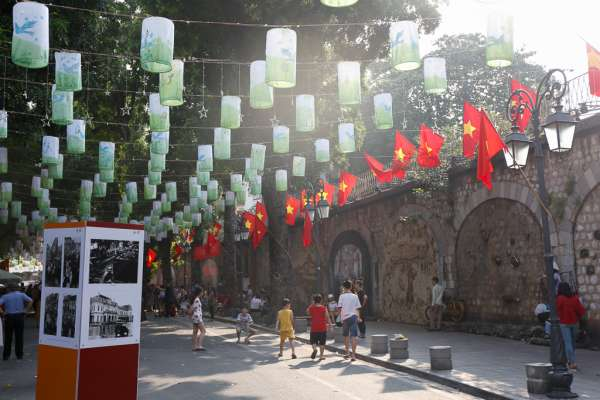 Tái hiện không gian Ngày Giải phóng Thủ đô với chương trình  Ký ức Hà Nội - 65 năm