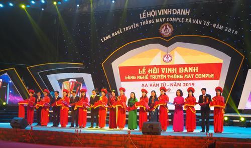 Lễ hội vinh danh làng nghề truyền thống may comple xã Vân Từ năm 2019