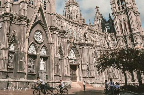Cận cảnh Nhà thờ ở Nam Định được ví y như trên phim Harry Potter và tới khi đến xem trực tiếp thì nó đẹp thật trời ạ
