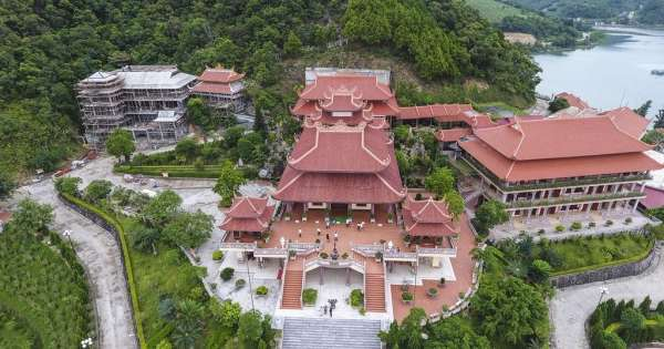 Chùa Cái Bầu - ngôi chùa ven biển đẹp nhất Quảng Ninh