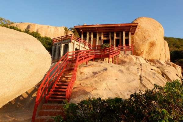 Ngắm ngôi nhà 'Anh hùng' xây trên vách đá Ninh Thuận