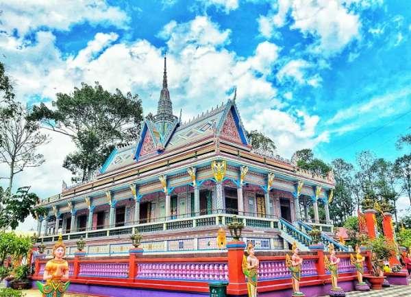 Khỏi cần đến Thái Lan, Sóc Trăng cũng có những ngôi chùa đẹp lộng lẫy khiến bạn phải trầm trồ