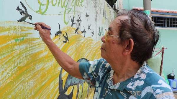 Người hoạ sĩ già ở Sài Gòn và niềm đam mê thay áo mới cho những bức tường cũ