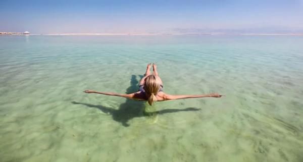 Không chỉ có cảnh quan ngoạn mục Biển Chết còn mang lại những lợi ích đáng ngạc nhiên cho du khách