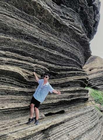 Vách núi ở đảo Phú Quý được ví như Grand Canyon