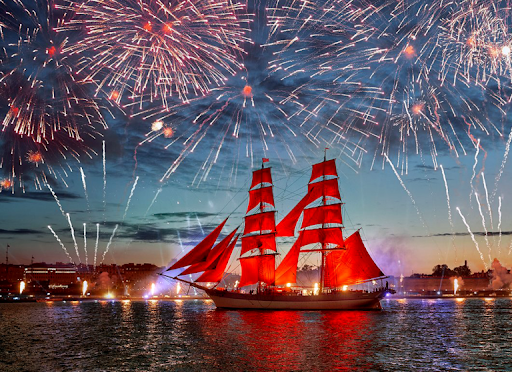 Lễ hội 'Cánh buồm đỏ thắm' giữa đêm trắng xứ bạch dương