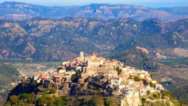 Nhiều ngôi làng ở Italy trả tiền để 'tuyển' người đến sống