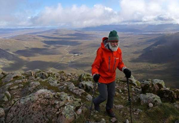Cụ ông 81 tuổi leo gần 300 ngọn núi