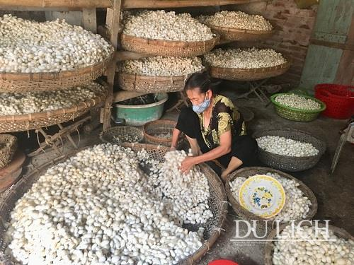 co-chat-lang-uom-to-noi-tieng-dat-thanh-nam-1