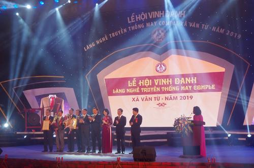 le-hoi-vinh-danh-lang-nghe-truyen-thong-may-comple-xa-van-tu-nam-2019-2